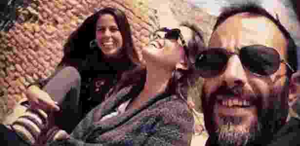 23.nov.2016 - Da esq. para a direita: Ana Paula Cardoso, irmã de Dante, Tainá Palheta, ex-namorada do brasileiro, e Dante Cardoso em viagem pela Índia - Arquivo pessoal - Arquivo pessoal