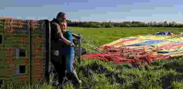 Stephen Martin pedia a mão de sua namorada, Christine Peters, em casamento quando o balão sofreu o acidente - Arquivo pessoal/ Stephen Martin