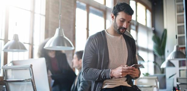 Nos EUA, funcionários perdem cinco horas de trabalho por semana no celular
