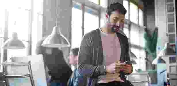 Nos EUA, funcionários perdem cinco horas de trabalho por semana no celular - iStock
