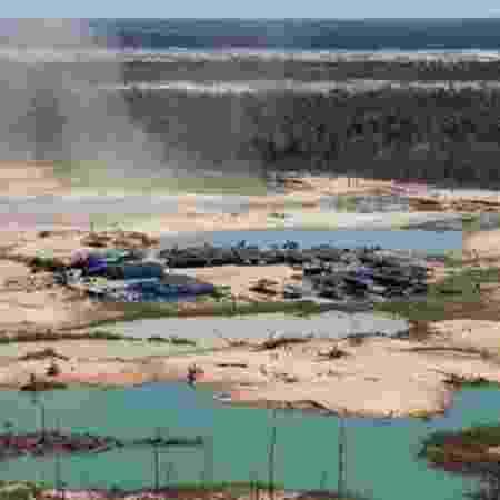 A mineração legal (acima, mineradora no Peru) foi um dos riscos identificados pelo estudo - AFP/BBC