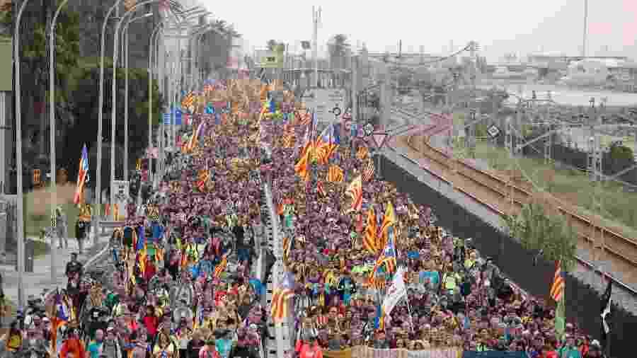 Manifestantes marcham durante a greve geral da Catalunha em El Masnou, Espanha - Albert Gea/Reuters