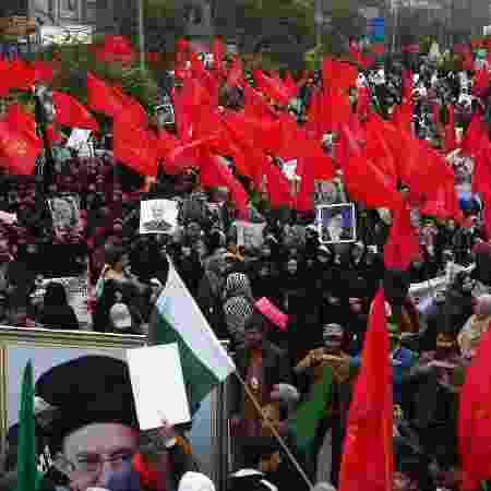 Muçulmanos xiitas participam de uma manifestação anti-americana contrária ao assassinato do general Suleimani, morto no Iraque em um ataque realizado pelos EUA - Arif Ali/AFP