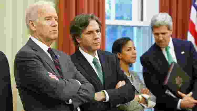 Antony Blinken (segundo à esquerda) e John Kerry (à direita) figuram entre os nomes anunciados para participar da equipe do governo Biden - Reuters - Reuters
