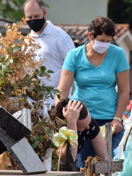 Enterro de menina morta em ataque a escola em Saudades, no interior de Santa Catarina - Jessica Edel