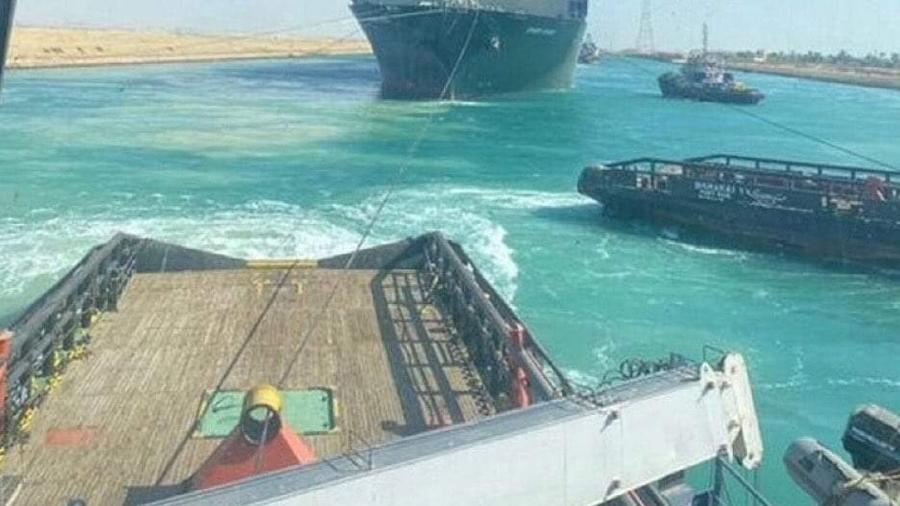 Novo navio bloqueia passagem de Suez - Reprodução/Twitter
