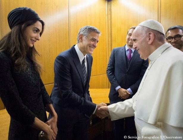 O papa Francisco se encontrou com o ator norte-americano George Clooney e sua mulher, Amal Alamuddin