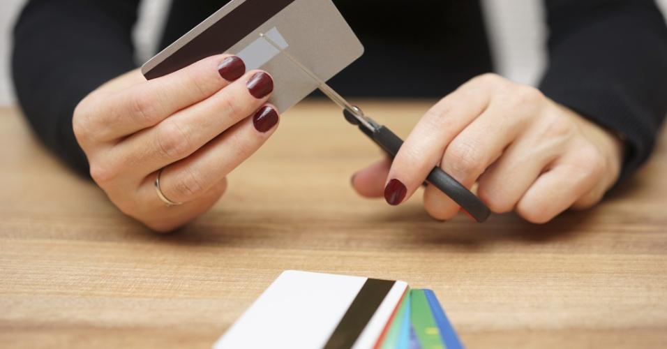 cartao de credito, cortar despesas, sem crédito, endividado, economia, financiamento, gerente, banco