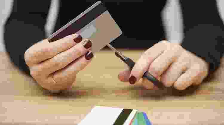 cartao de credito, cortar despesas, sem crédito, endividado, economia, financiamento, gerente, banco - iStock - iStock