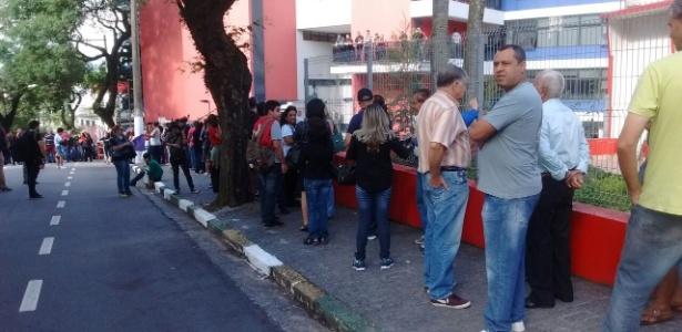Público forma fila para se despedir de Marisa Letícia, em São Bernardo do Campo