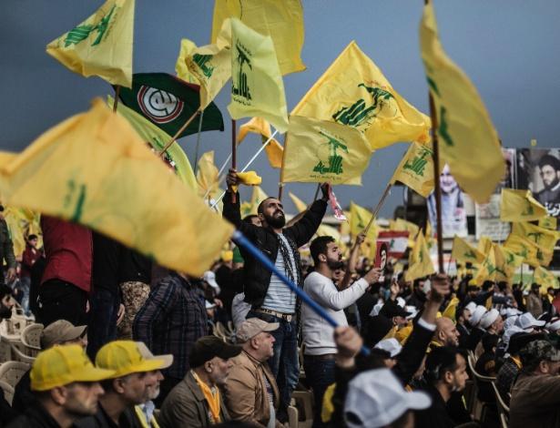 Milhares de apoiadores do Hizbollah participam de comício em Baalbek