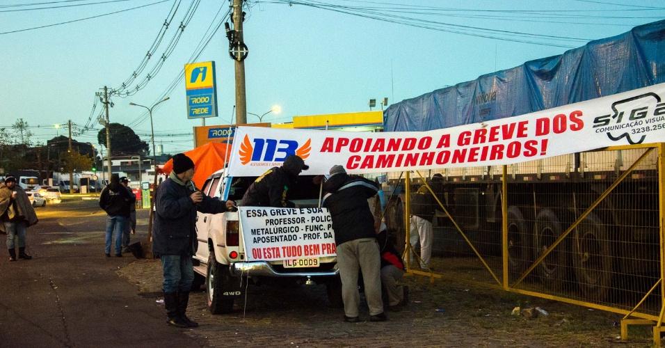 25.05.2018 - Caminhoneiros seguem em greve em Caxias do Sul (RS)