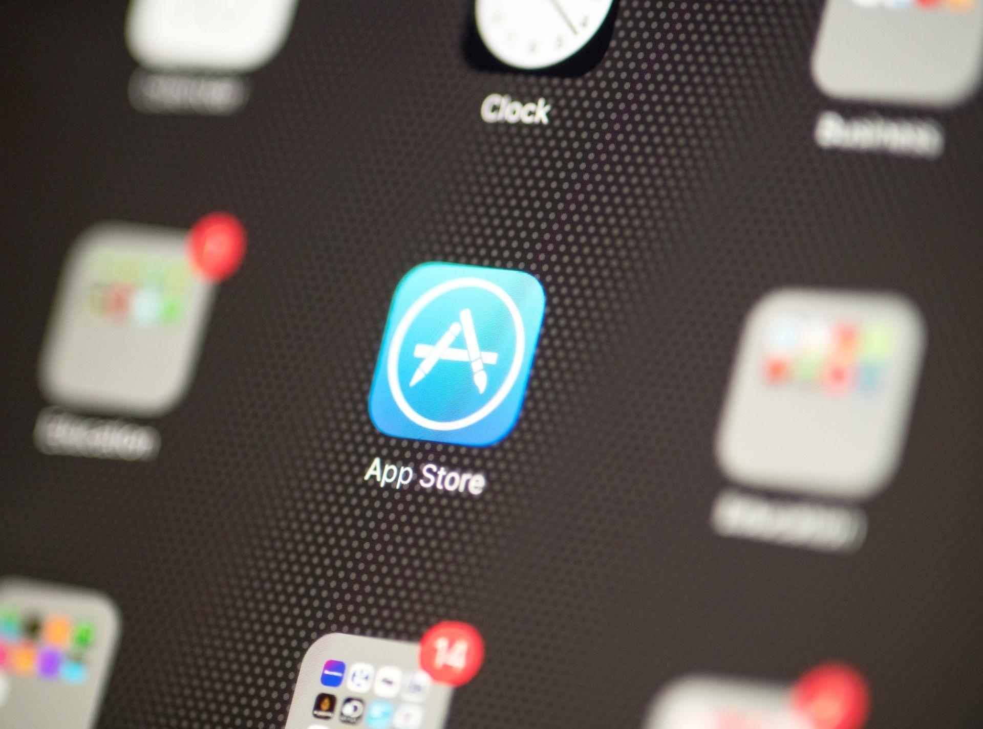 Facebook domina lista de aplicativos mais baixados em 10 anos de App Store