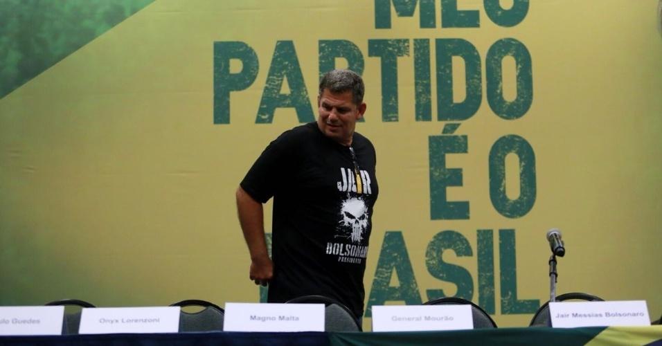 Braço direito de Bolsonaro e presidente em exercício do PSL, Gustavo Bebianno Rocha, se prepara para coletiva em hotel no Rio de Janeiro