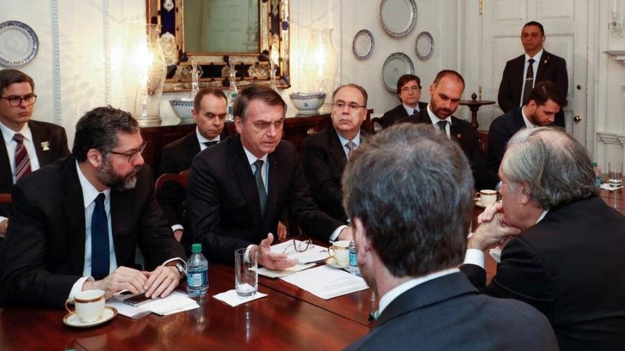 19.mar.2019 - Nos EUA, Bolsonaro se encontra com o secretário-geral da Organização dos Estados Americanos, Luis Almagro - Reprodução/Twitter