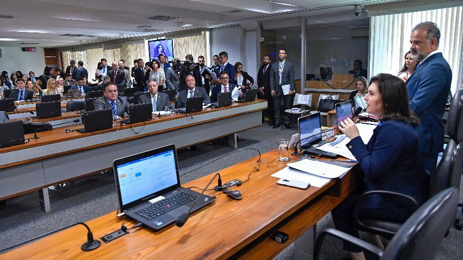 3.abr.2019 -  A presidente da CCJ, senadora Simone Tebet (MDB-MS), faz pronunciamento durante sessão da comissão  - Geraldo Magela/Agência Senado