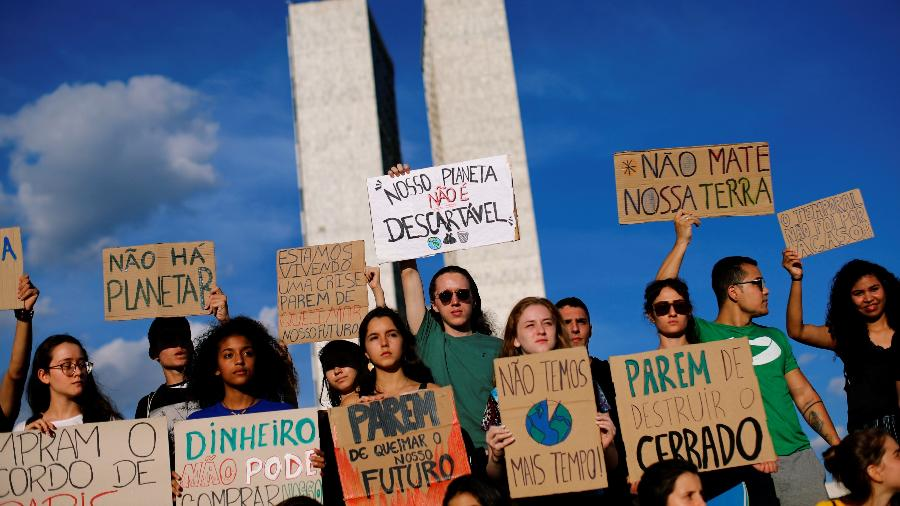 Jovens brasileiros se juntaram à marcha mundial contra o aquecimento global, em maio deste ano - Reuters