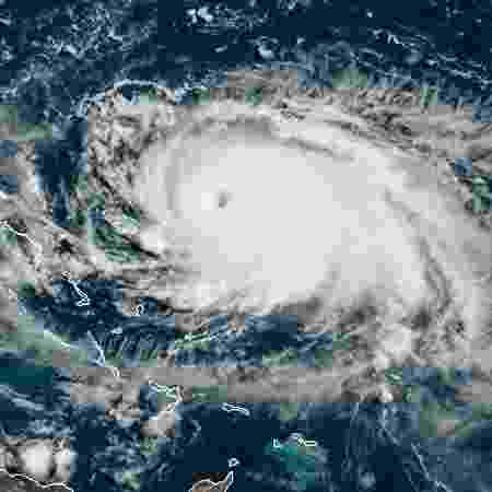 31.ago.2019 - Imagem de arquivo de satélite mostra o furacão Dorian se aproximando das Bahamas e da Flórida - NOAA/AFP