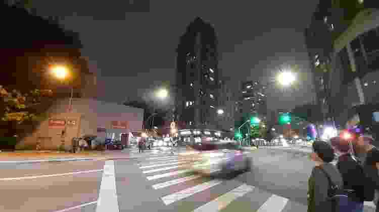 Galaxy M30 estoura focos de luz em ambientes noturnos - Gabriel Francisco Ribeiro/UOL