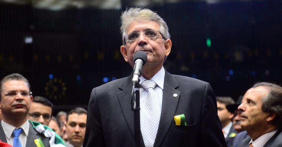 17.abr.2016 - Deputado Pauderney Avelino (DEM-AM) vota pela continuação do processo de impeachment da presidente Dilma Rousseff na Câmara dos Deputados