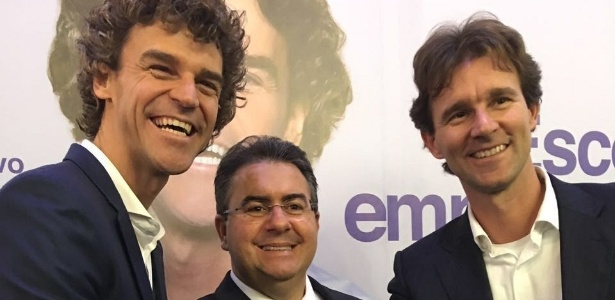 Guga (à esq.), o empresário José Carlos Semenzato (ao centro) e Rafael, irmão do tenista