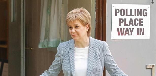 A premiê da Escócia, Nicola Sturgeon, vota no referendo sobre a saída do Reino Unido da União Europeia, em Glasgow, na Escócia