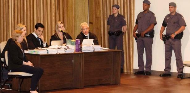 Elize Matsunaga (primeira à esquerda) está sendo julgada no Fórum da Barra Funda (SP) pelo assassinato do marido, Marcos Kitano Matsunaga