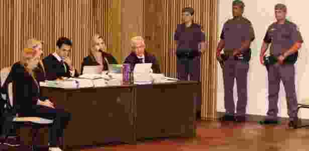 Elize Matsunaga (primeira à esquerda) está sendo julgada no Fórum da Barra Funda (SP) pelo assassinato do marido, Marcos Kitano Matsunaga - MARCELO GONCALVES/SIGMAPRESS/ESTADÃO CONTEÚDO