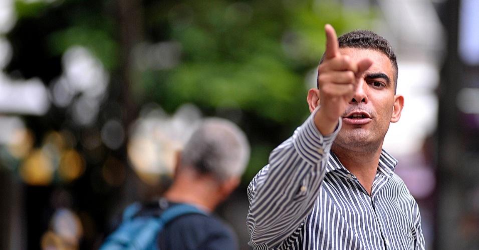 5.abr.2017 - Pregação ao ar livre na praça da Sé, em São Paulo
