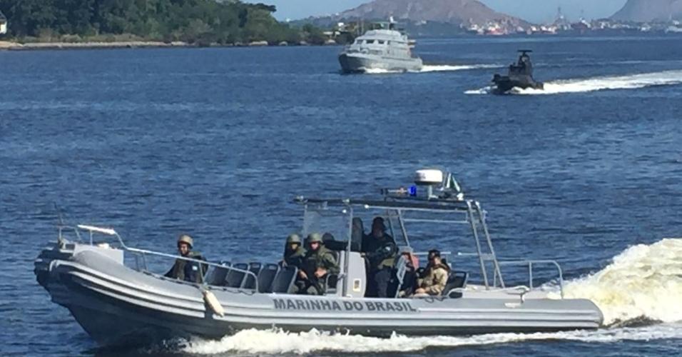 Diferentes tipos de embarcação foram usados na operação no Complexo do Salgueiro, na região metropolitana do Rio