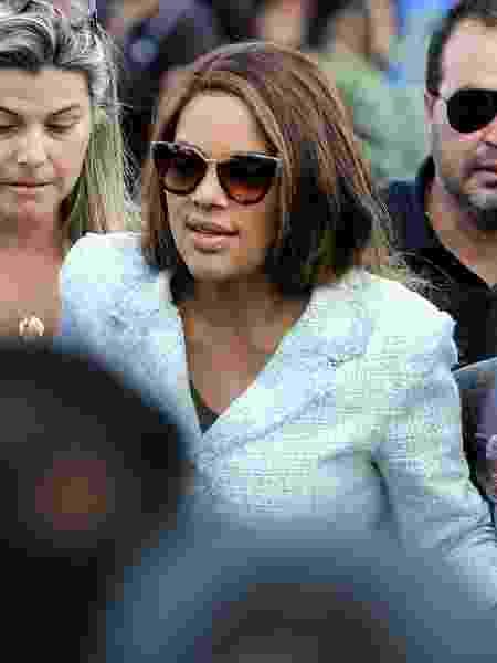 17.jun.2019 - A deputada Flordelis, de óculos escuros, durante o enterro de seu marido, o pastor Anderson  - Wilton Junior/Estadão Conteúdo