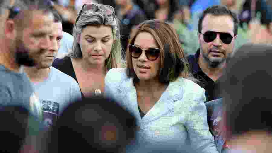 17.jun.2019 - A deputada federal Flordelis (PSD-RJ), de óculos escuros, durante o enterro do corpo de seu marido, o pastor Anderson do Carmo de Souza - Wilton Junior/Estadão Conteúdo