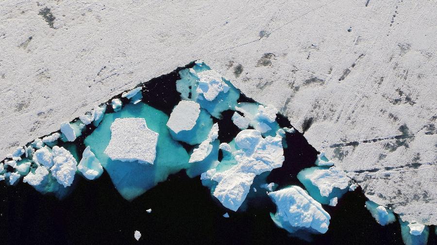 Iceberg flutuando próximo à cidade de Tasiilaq, na Groelândia - Lucas Jackson/Reuters