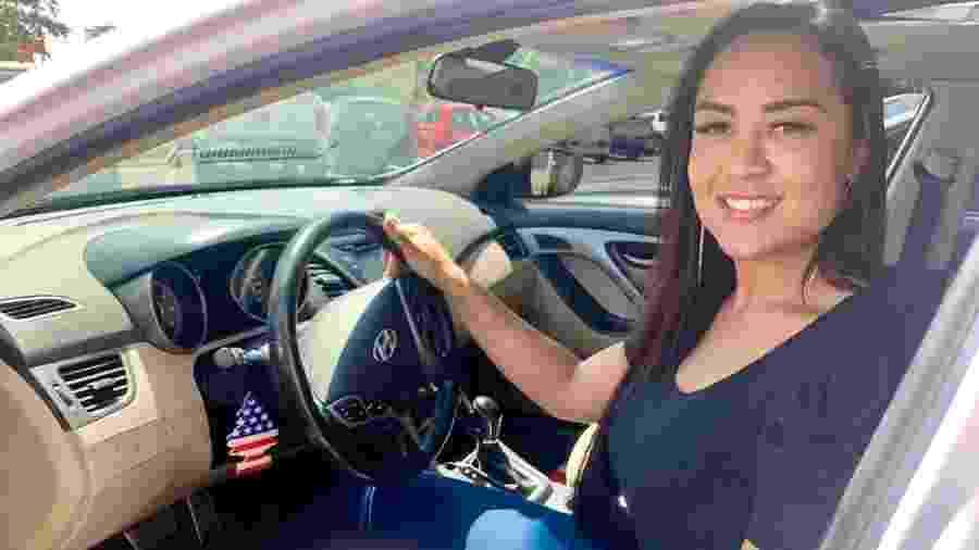 """Lana Albuquerque, 34, que recebeu uma multa por """"dirigir"""" a 710 km/h - Jéssica Nascimento/UOL"""