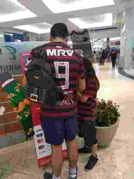 Pedro Lelis, vascaíno, usa camisa do Flamengo para torcer com o sobrinho, Kevyn - Arquivo pessoal