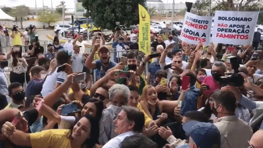 O presidente Jair Bolsonaro gerou aglomeração em aeroporto de Campina Grande, na Paraíba  - Reprodução/Facebook