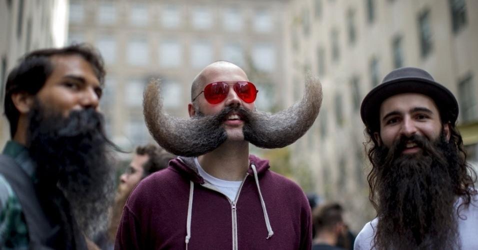 6.nov.2015 - Concorrentes se reúnem para participar do Campeonato Nacional de Barba e Bigode, em Nova York (EUA). O Evento começa no sábado (7)