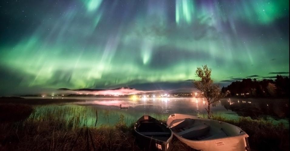1°.abr.2016 - A aurora também aparece sobre o Lago Äkäslompolo, na Finlândia, neste registro de Marcus Kiili