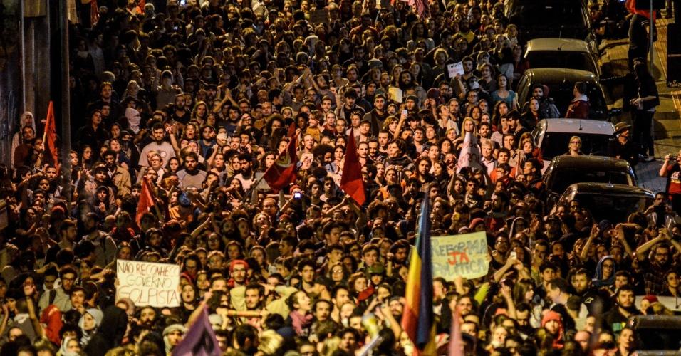 3.set.2016 - Manifestantes realizam ato contra o governo de Michel Temer no Largo da Alfândega, centro de Florianópolis (SC). Houve confronto entre manifestantes e agentes da Polícia Militar