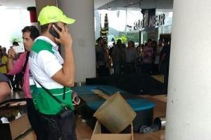 Lounge do Uber no aeroporto Santos Dumont foi depredado por taxistas durante um protesto