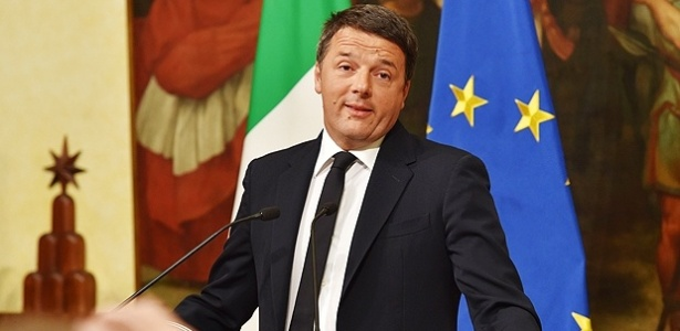 4.dez.2016 - Primeiro-ministro italiano, Matteo Renzi, durante entrevista coletiva na qual anunciou plano de renunciar