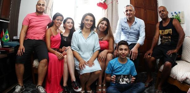 Fernanda Nunes e sua família recebem família de refugiados sírios para o almoço de Natal em sua casa em São Paulo