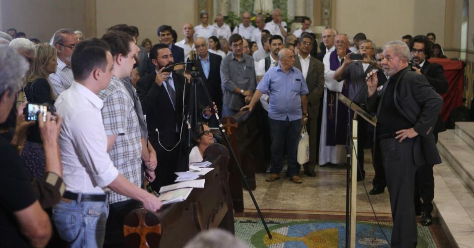 09.fev.2017 - Ex-presidente Lula faz breve discurso durante missa de sétimo dia da ex-primeira-dama Marisa Letícia na Igreja Matriz em São Bernardo do Campo (SP)