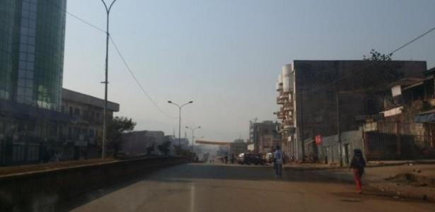 A cidade de Bamenda ficou sem internet por causa de uma disputa entre a população de língua inglesa e o governo central de Camarões - BBC