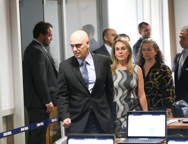 O ministro licenciado da Justiça, Alexandre de Moraes, acompanhado de sua esposa, a advogada Viviane Barci de Moraes, chega ao plenário da Comissão de Constituição e Justiça (CCJ) para a sabatina - Dida Sampaio/Estadão Conteúdo