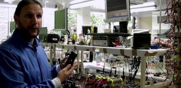 """Não estamos dependendo da natureza errática do vento ou do sol: se existe um produto cujo oferta é sem fim, esse produto é a urina"""", diz Ieropoulos, cientista-chefe do projeto - Bristol Robotics Laboratory"""