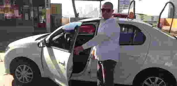 21.jul.2017 - O taxista Tiago Moraes, 32, foi um dos últimos a pagar o preço antigo no etanol - Ricardo Marchesan/ UOL - Ricardo Marchesan/ UOL