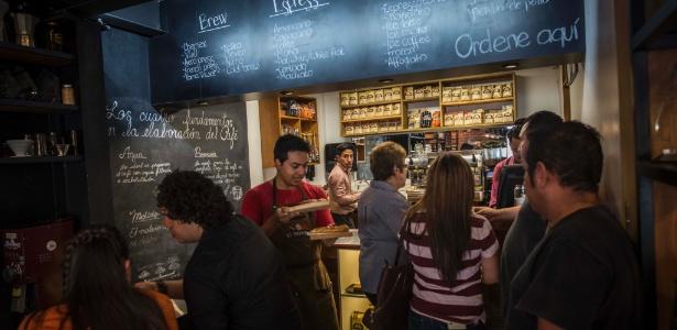 Movimento em um café na Cidade da Guatemala