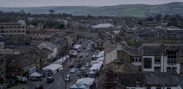 Rua principal de Skipton, na Inglaterra, o maior distrito de Craven