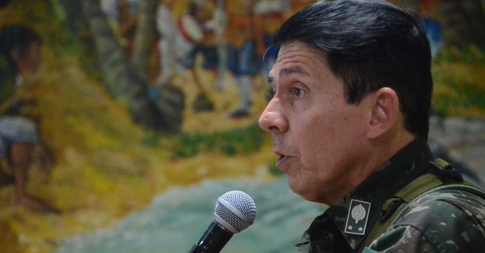 4.jan.2018 - General Ridauto Lúcio Fernandes em reunião no RN